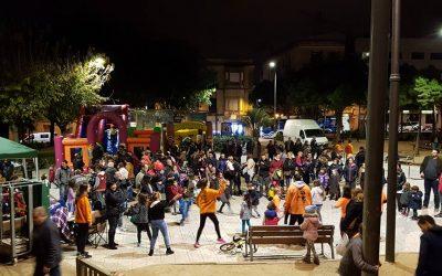 La plaça de les Teresses de Mataró, escenari de les reivindicacions #DretalLleure de l'esplai Enlleura't