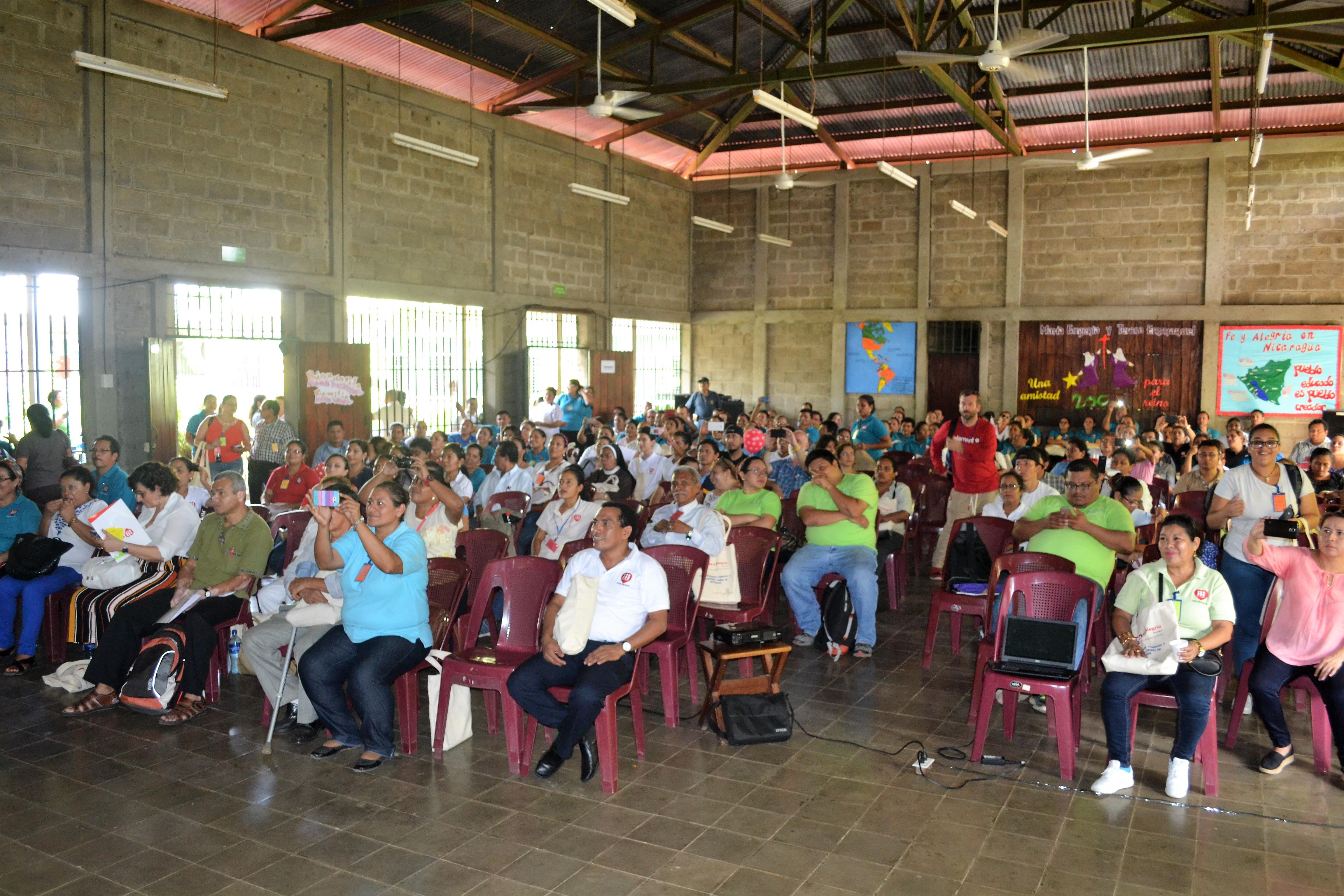 Fe y Alegría Nicaragua reúne a 250 personas, en León, en seminario nacional de género y cultura de paz