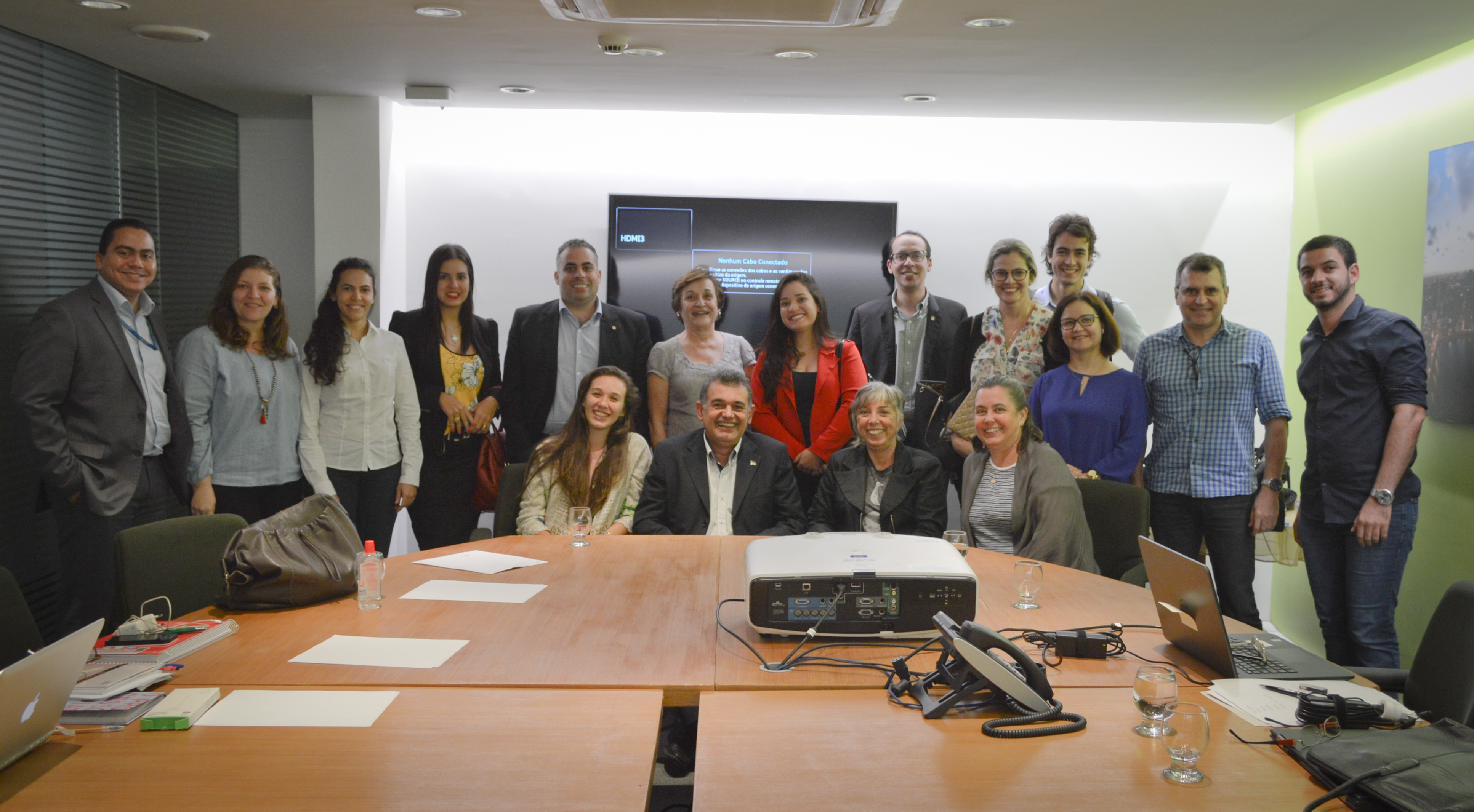 Registros de momentos da reunião das organizações do NEO, no Núcleo de Gestão do Porto Digital.