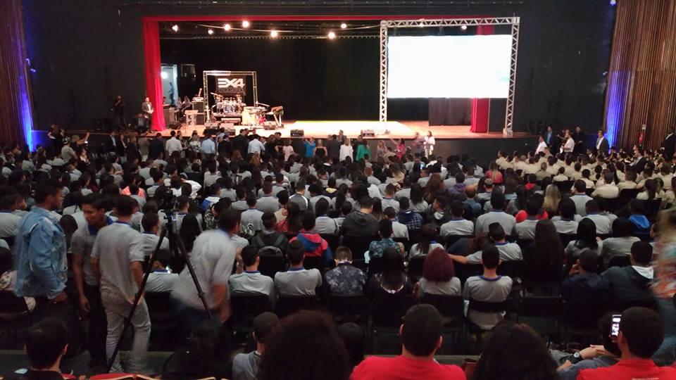 """Rede Pró-Aprendiz: aumento de vagas no programa Jovem Cidadão em Goiás (Brasil): """"Ótima oportunidade"""""""