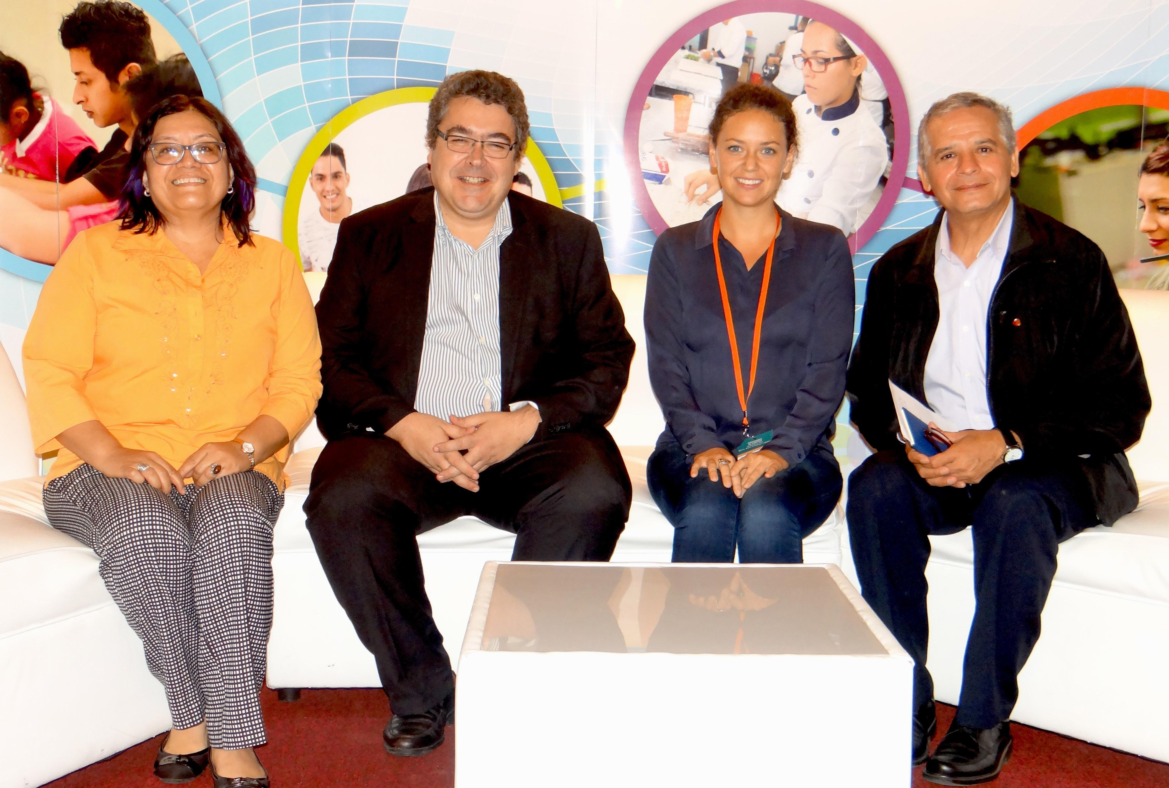 Fe y Alegría El Salvador en el conversatorio de la REDI
