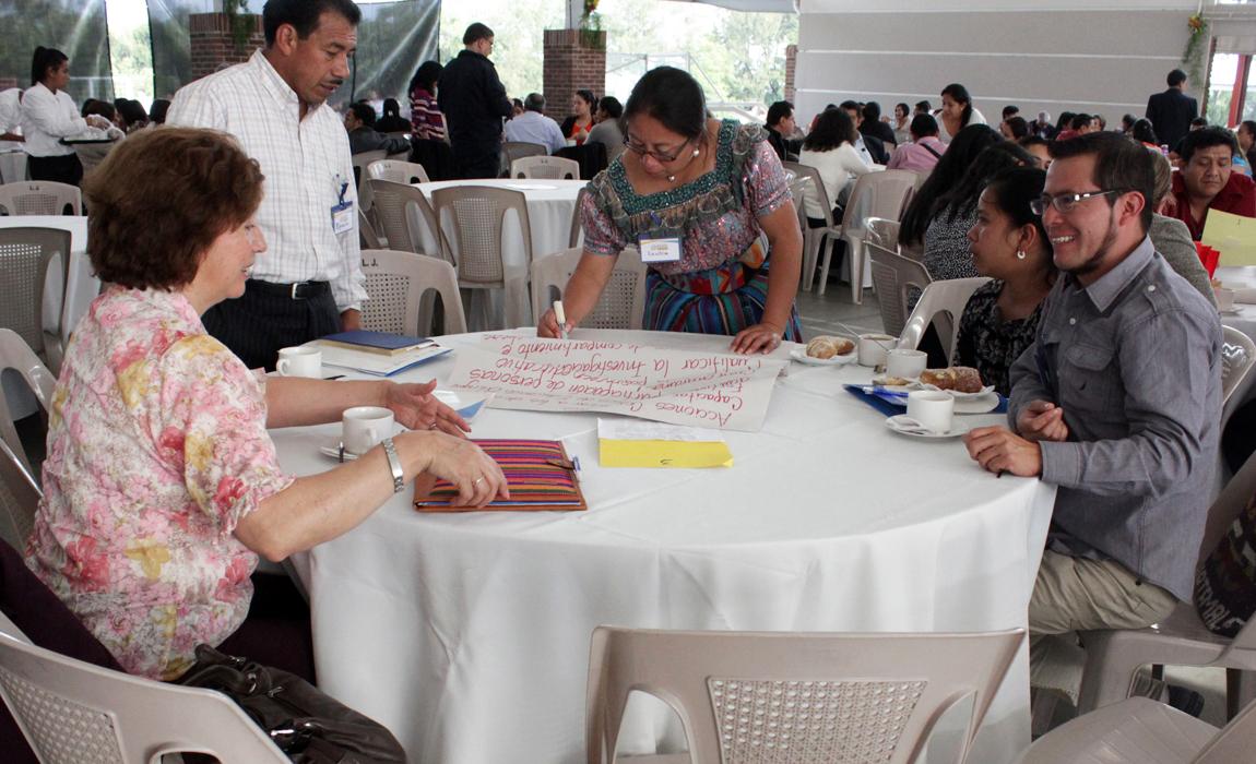 Fe y Alegria Guatemala: promoción de la educación en conversatorios y capacitación de personas directivas