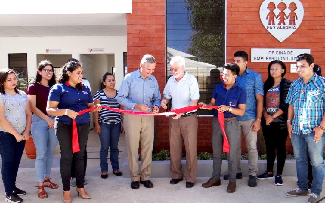 Fe y Alegría El Salvador acerca oportunidades laborales a jóvenes