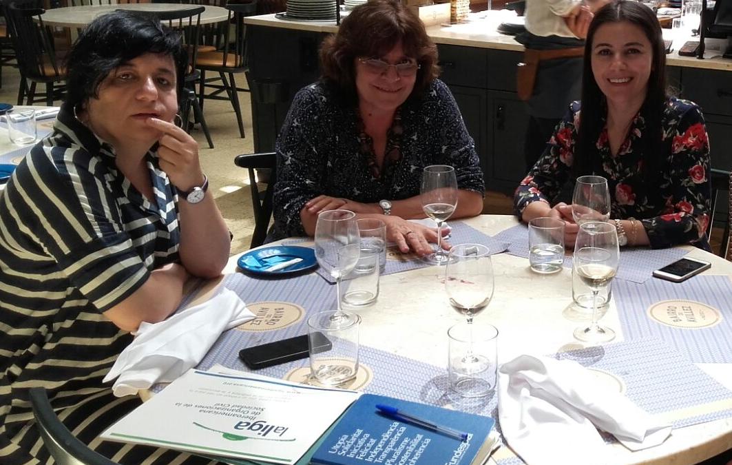 Reunión en Lisboa de Alejandra Solla, Núria Valls y Carla Mouro de Fundaçao da Joventude de Portugal