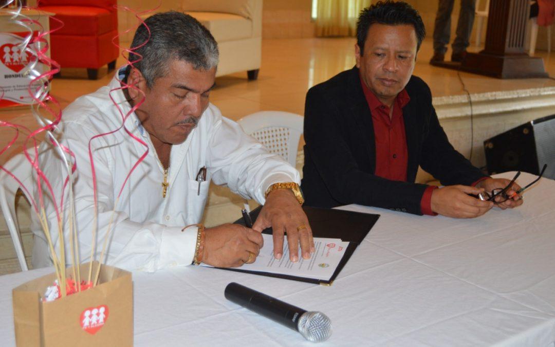 Fundación Fe y Alegría en Honduras firma un convenio de apoyo con el Instituto Oficial Perla del Ulúa.