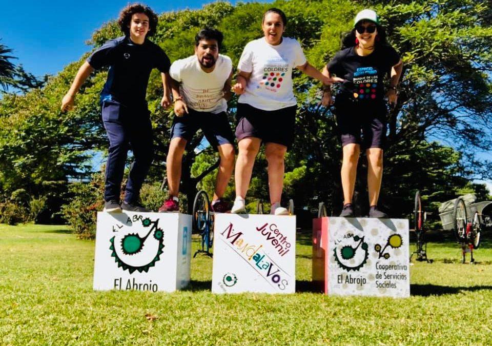 MANDALAVOS te lleva en bicicleta a la Rural. Adolescentes en Uruguay comprometidos con sus derechos