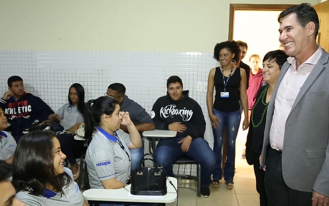 Entrevista de Núria Valls y Valdinei Valerio, presidenta y vicepresidente de La Liga, con jóvenes del programa Joven Aprendiz de Brasil